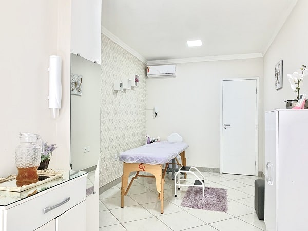 Estética da Marcela Merlo mostrando os móveis e o local agradável.